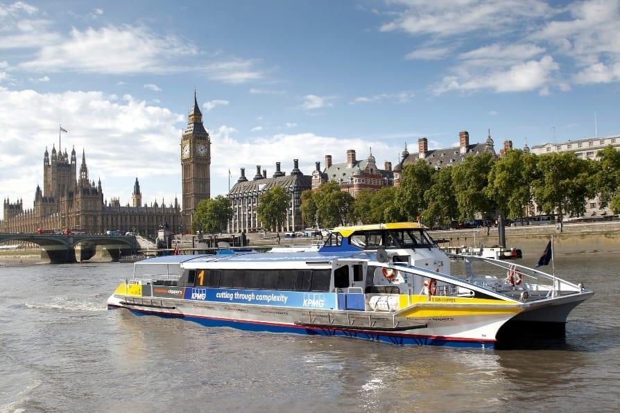 Transporte por el támesis en barco por Londres