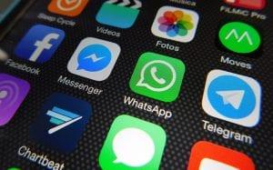 Descargar aplicación Whatsapp para hablar en el extranjero y tener internet y mandar mensajes.