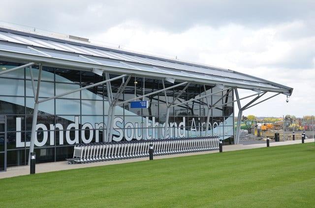 Llegar del Aeropuerto Southend Airport (SEN) al centro de Londres en autobús y tren