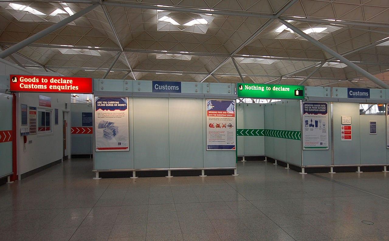 Viajar a Inglaterra y pasar por las aduanas UK