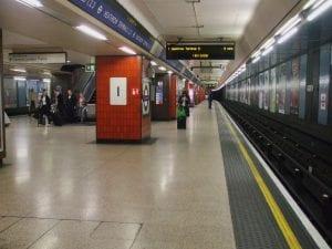Estación de metro en Heathrow en la línea Piccadilly