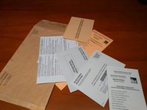 Papeletas voto por correo para los electores votar en elecciones de España