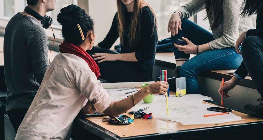 Se puede preparar en academias, pero es aconsejable estudiar el TOEFL uno mismo.