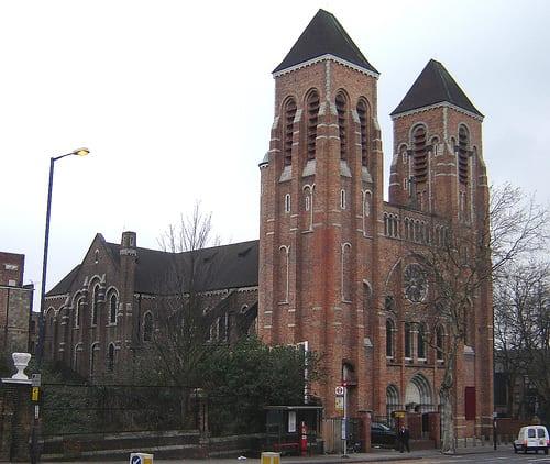 St Ignatius Church ir a misa a una catedral de inglaterra para seguir la religion