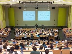Estudiantes en una universidad de Reino Unido
