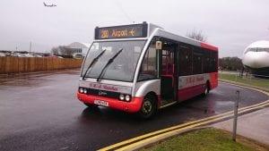 Ir al aeropuerto de Manchester en autobús 200 desde el centro