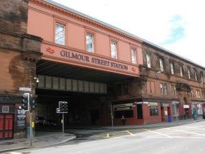 Ir desde el aeropuerto de Glasgow hasta el centro en tren o bus público