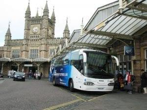 Cuánto cuesta Llegar o Ir del aeropuerto de Bristol a la estación de autobús Temple Meads en el centro