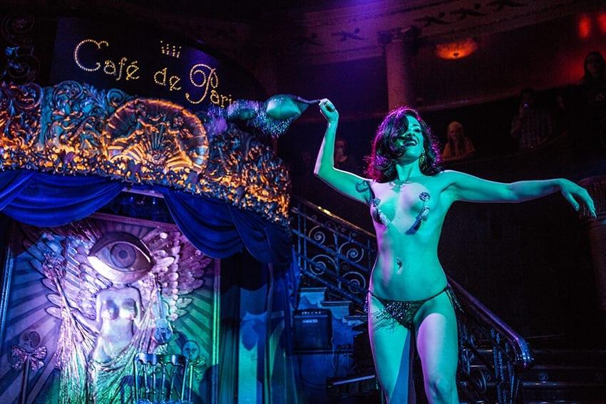 Una actuación de cabaret en el Café de París