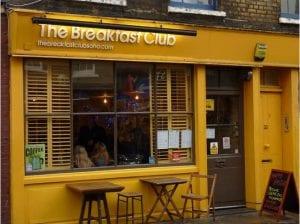 Desayunar en un The Breakfast Club de Londres