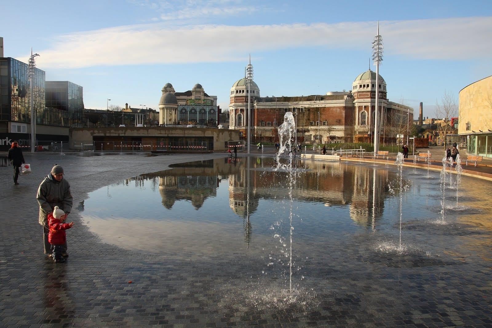 visitar la fuente más grande de Reino Unido en Bradford