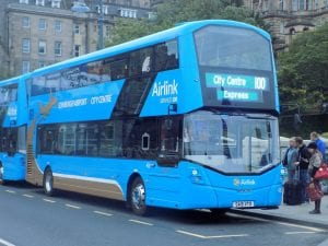 Autobús Airlink del aeropuerto de Edimburgo para llegar al centro de la ciudad
