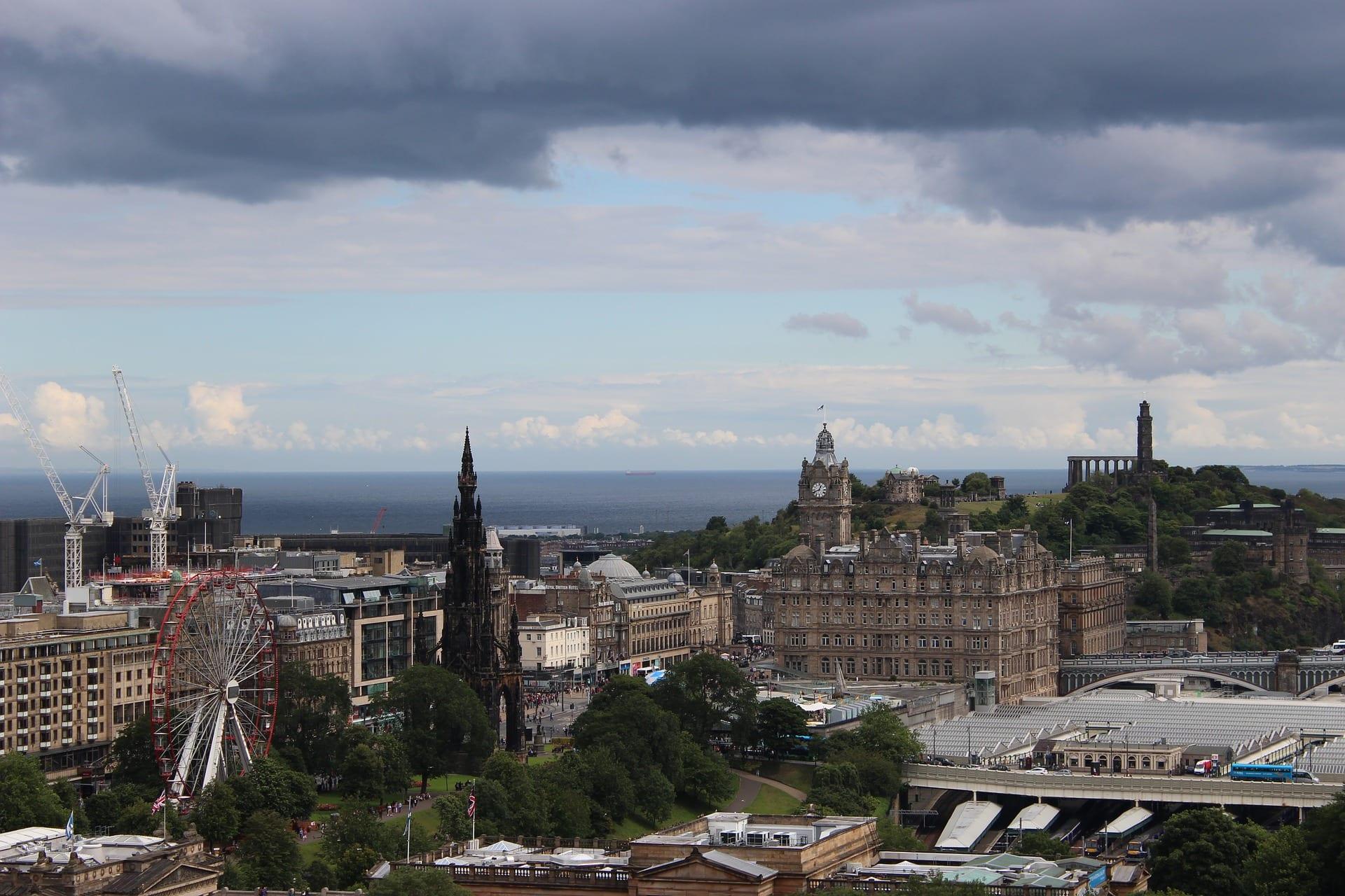 Población de españoles que han ido a vivir a la ciudad de Edimburgo y el mundo