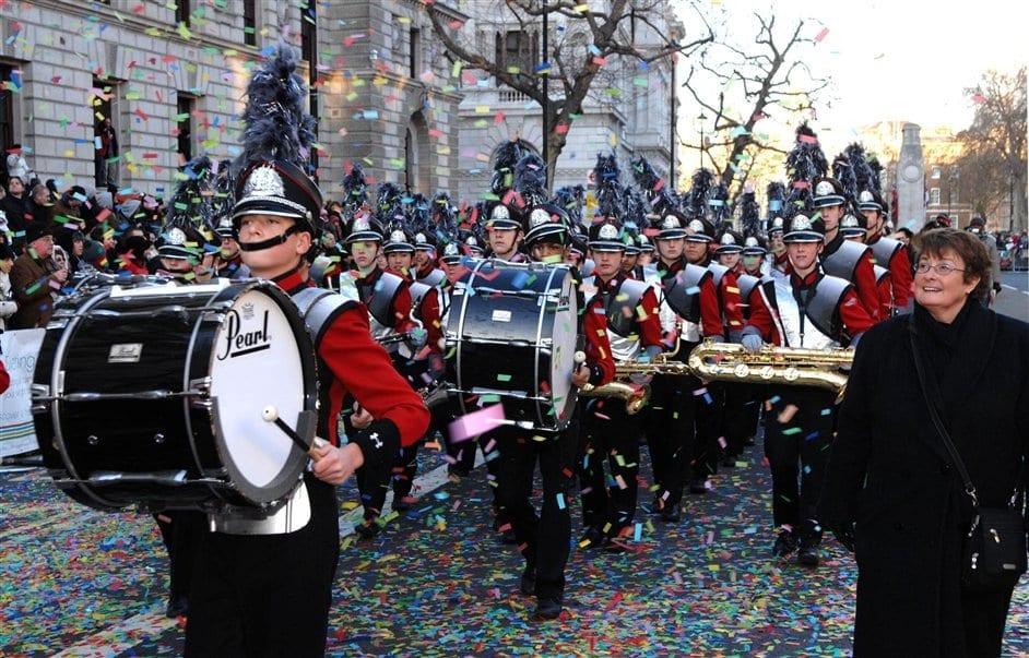 Cena en Nochevieja y Desfile y Concierto de Año Nuevo