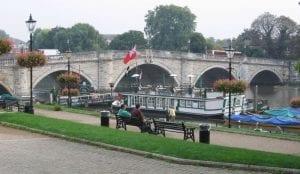 Richmond Bridge and riverside en barrios de Londres