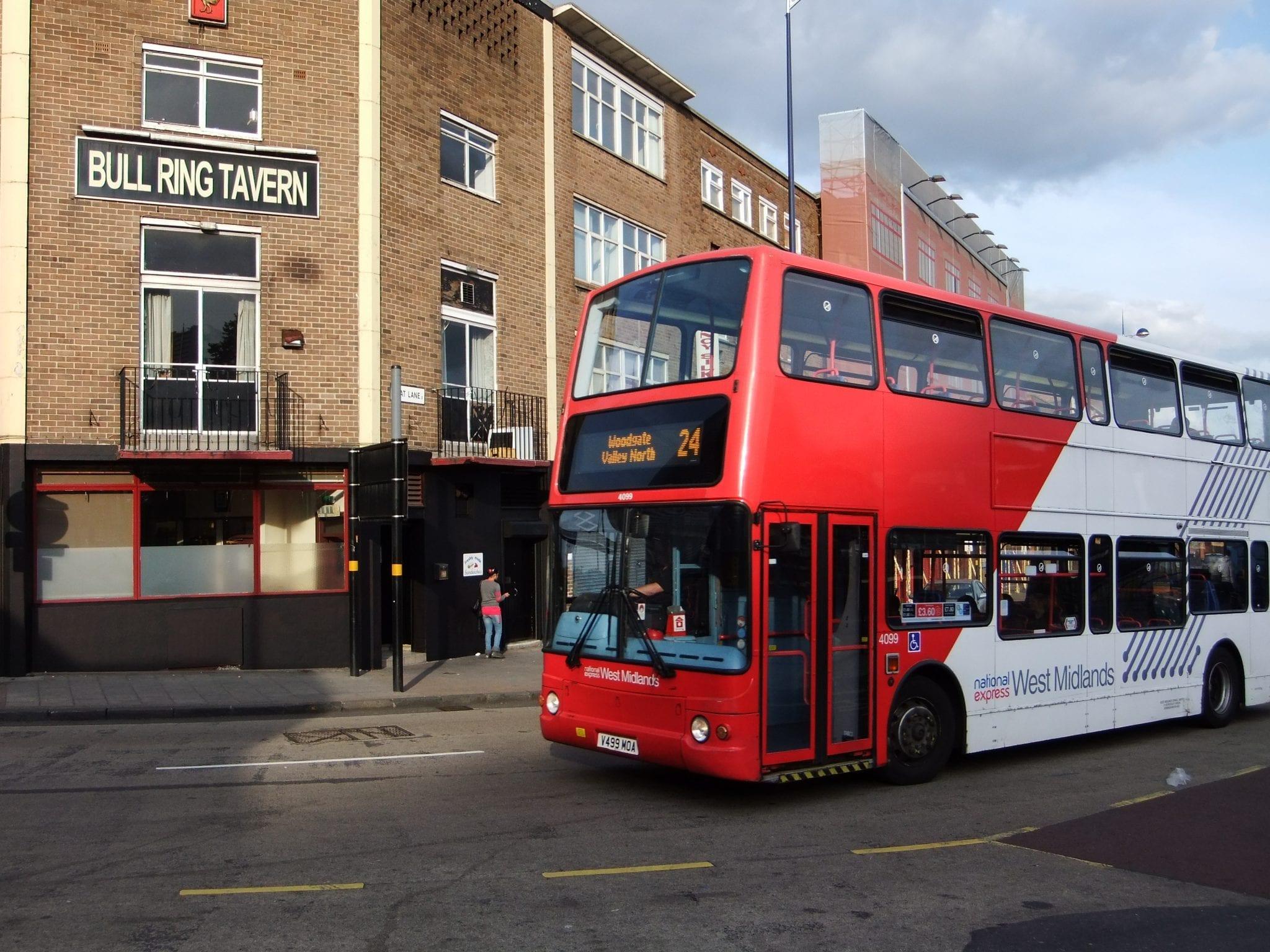 Habitantes y trabajo en Birmingham: Autobús en Birmingham buscar empleo en Birmingham