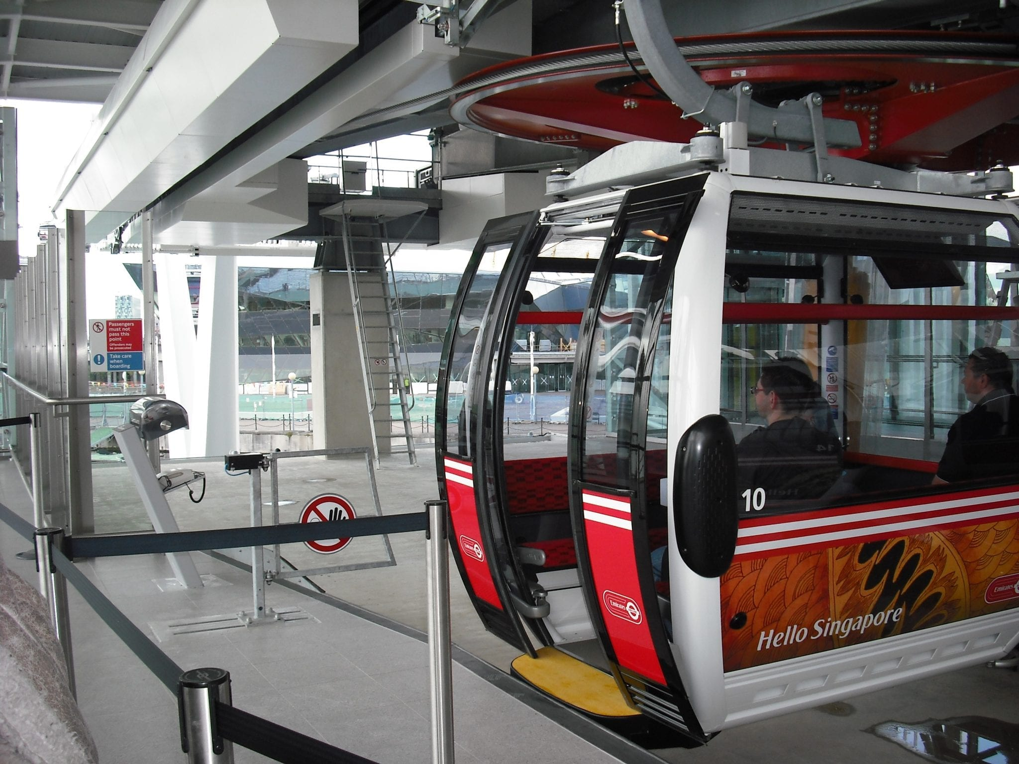 Royal Docks Station para tomar el teleférico emirates