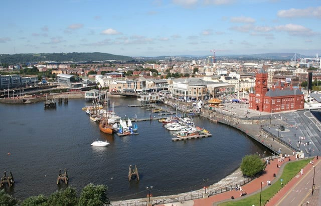 Cardiff áereo muchos españoles viven en ciudad cardiff, gales y su población