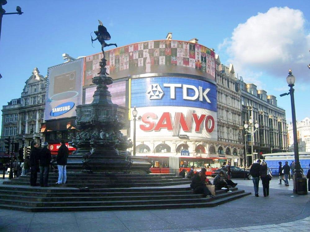 Piccadilly Circus & Fountain en el Soho