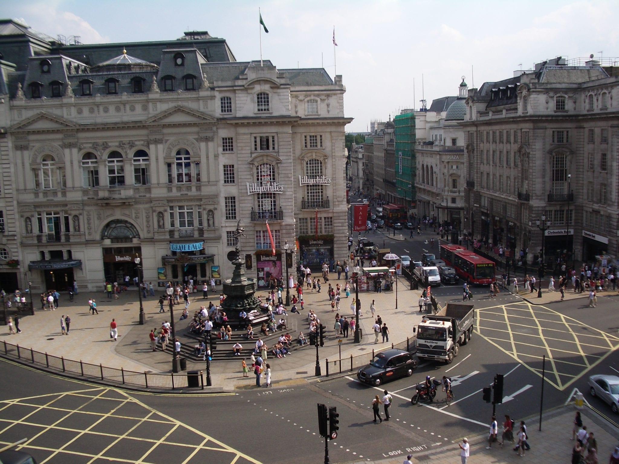 Visitar centro comercial en Piccadilly Circus