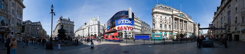 Anuncios publicitarios en el centro de Piccadilly Circus