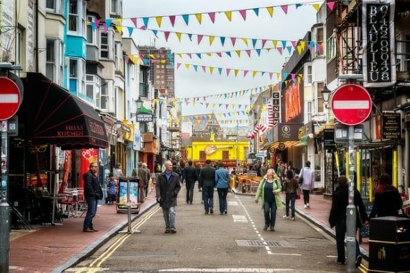 Vivir y Buscar Trabajo en Brighton: de compras por brighton hay mucha oferta de empleo y para estudiar