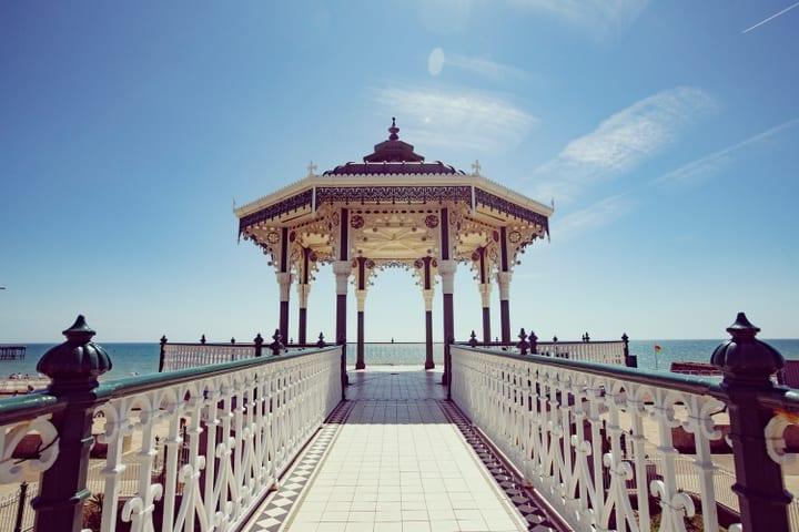 Vivir y Buscar Trabajo en Brighton: lugares de brighton estudiantes van a la universidad con otros habitantes de brighton