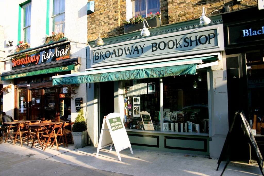 tiendas en el mercadillo Broadway Market del barrio Hackney
