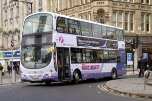 La población buscar alojamiento y empleo en Manchester