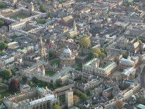 Vista aérea de Oxford, una ciudad del Reino Unido para buscar trabajos en Inglaterra