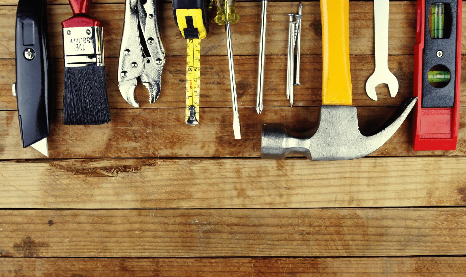 herramientas sobre una mesa en ingles