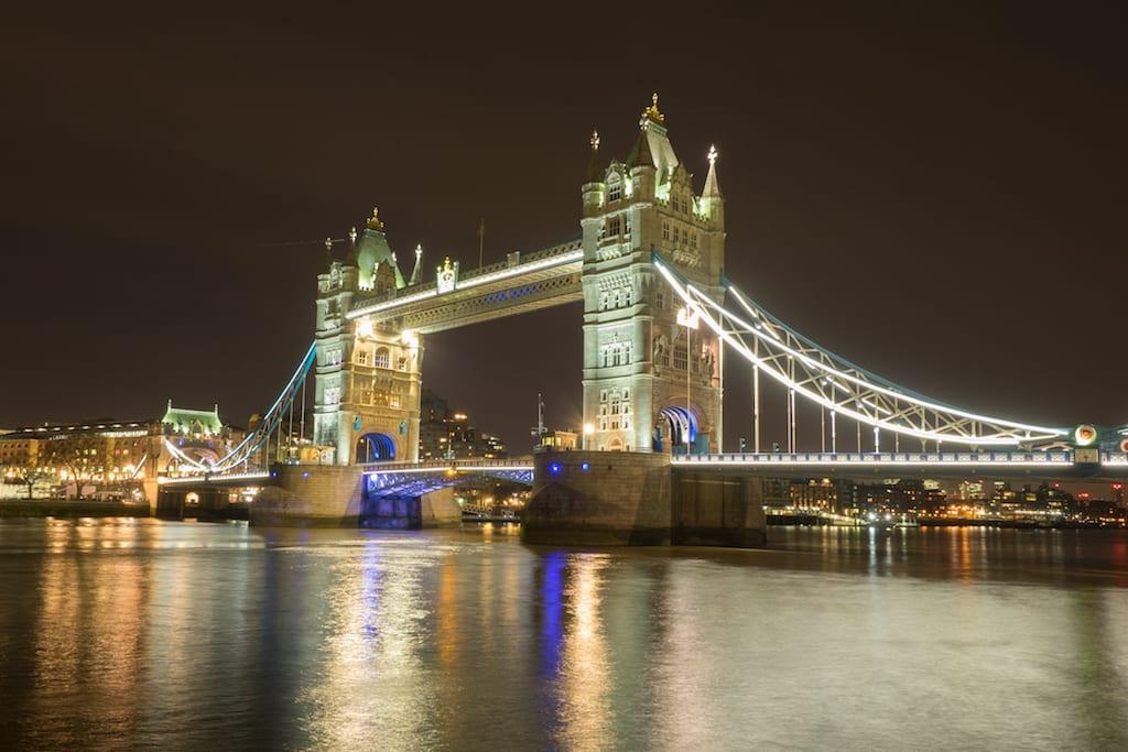 Horario del Tower Bridge sobre el Támesis