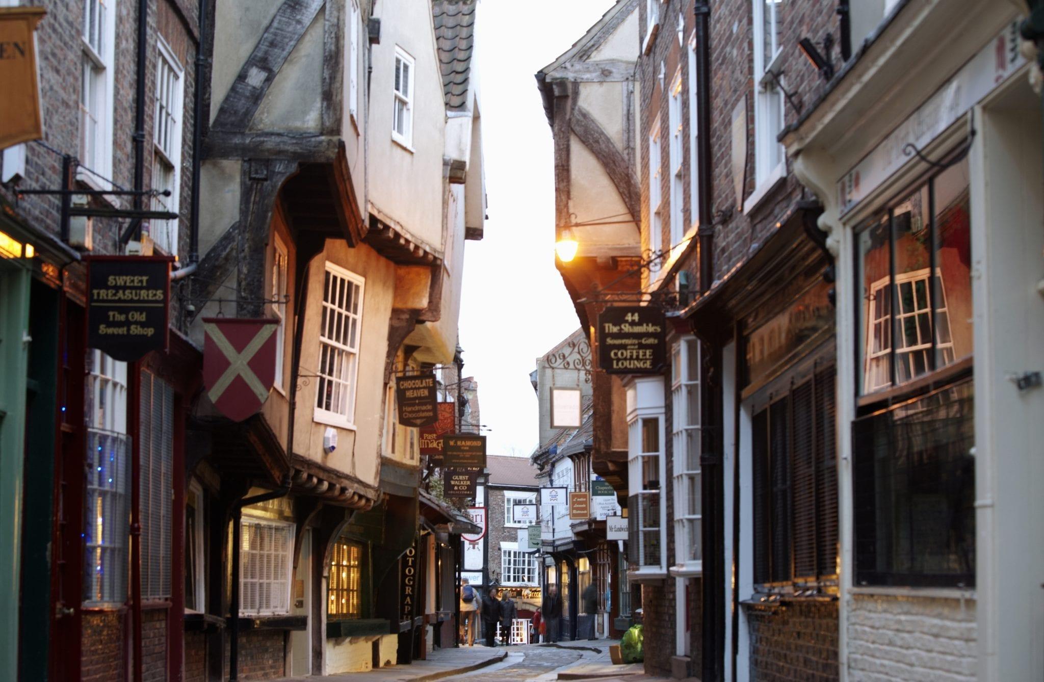 Población, Universidad y centro medieval de la ciudad de york en Inglaterra para españoles