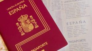 Expedir pasaporte en la policia de españa para tener junto al DNI