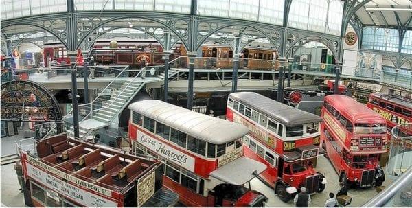 interior del museo del transporte de Londres