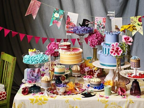 mesa de postres y dulces en ingles
