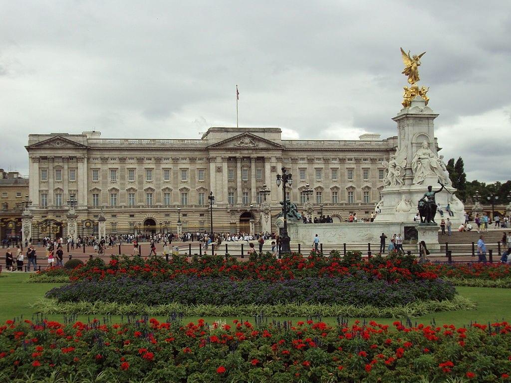 Buckingham Palace uno de los lugares para Visitar y ver en Londres