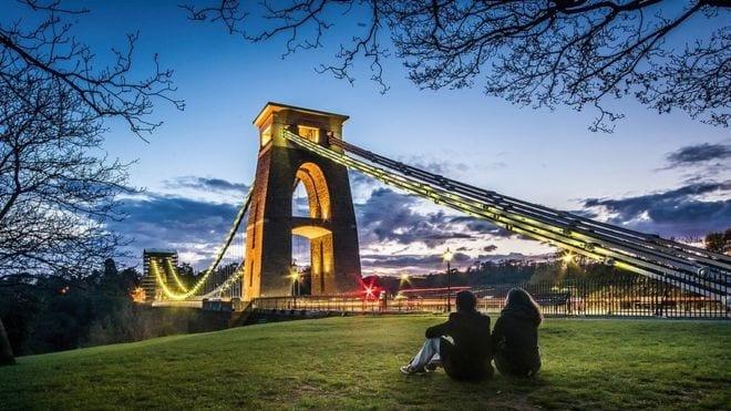 el puente Clifton de bristol iluminado
