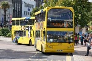 Yellow Bus disfrutar de la ciudad con buen clima en Bournemouth y buscar trabajo en Inglaterra