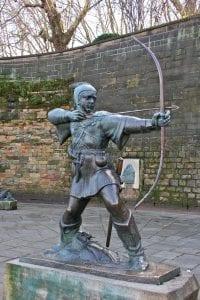 Vivir en Nottingham, Inglaterra: Estatua de Robin Hood turismo empleo por nottingham