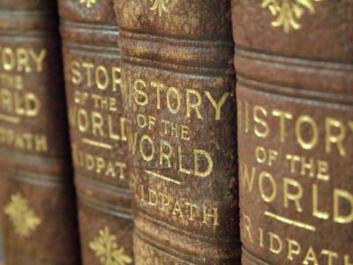lomos de libros de historia en ingles