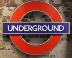 Logo del metro de Londres en el mapa