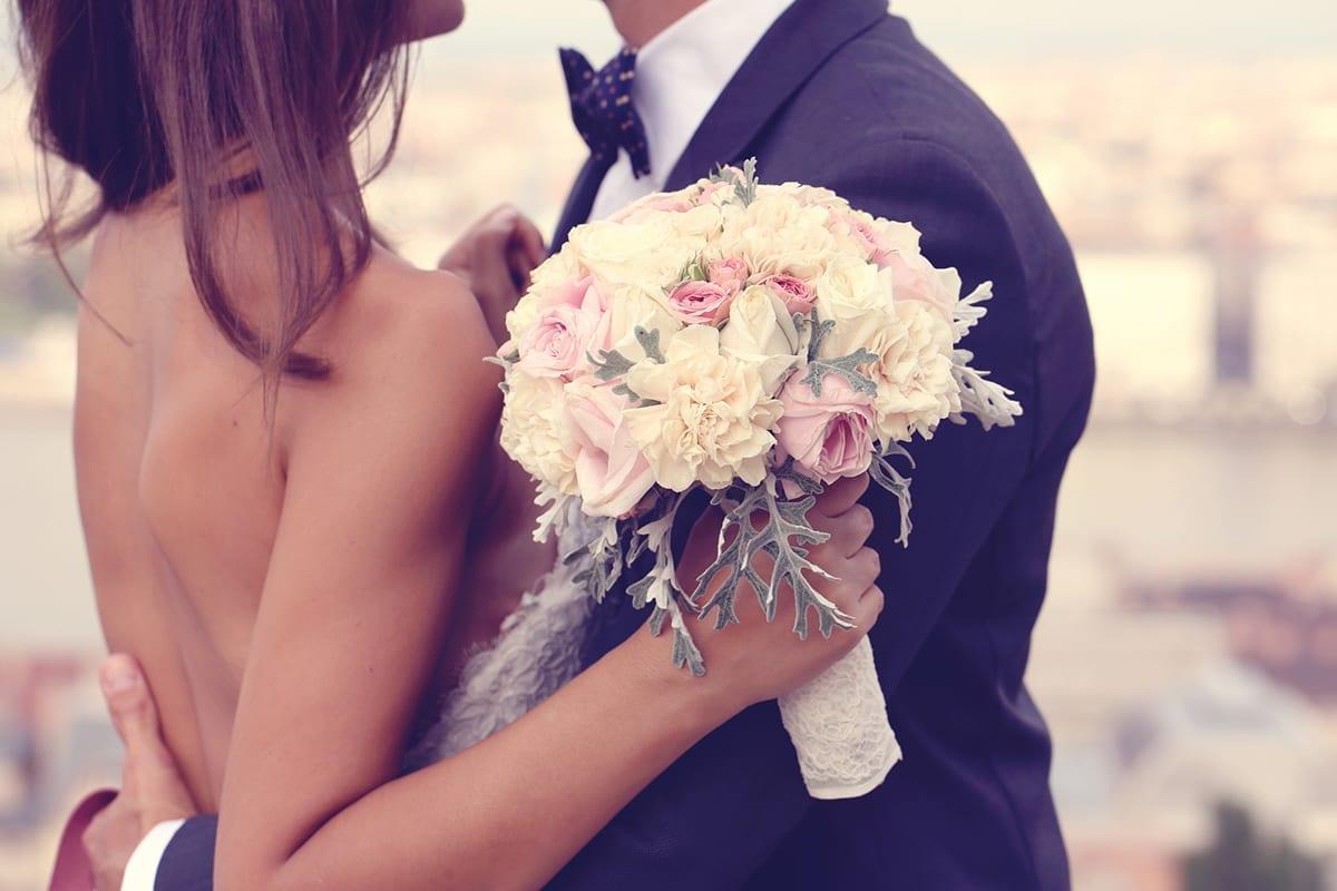 pareja en boda en con vocabulario en ingles