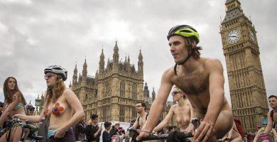 personas en the world naked bike ride 2017