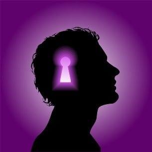 cabeza de persona usando verbos de estado en ingles