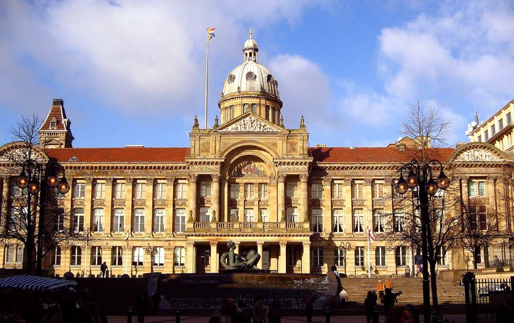Restaurantes y productos y grupos de ayudas a la población de españoles y españolas en Birmingham, Reino Unido