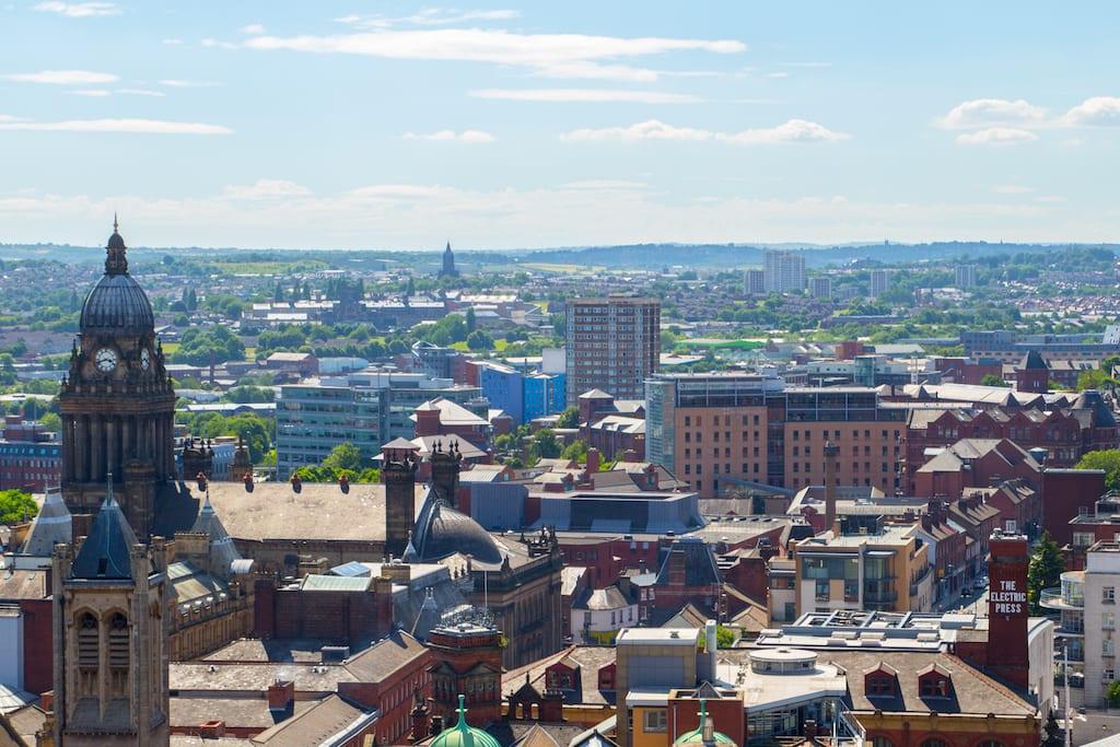 Vivir y trabajar Población de españoles en Leeds en Facebook y el mundo