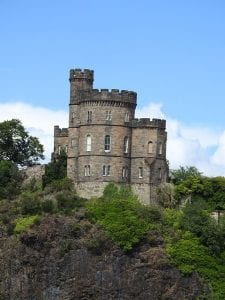 Interior del castillo de Edimburgo en Escocia