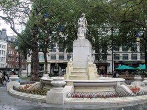 Estatua de Willian Shakespeare