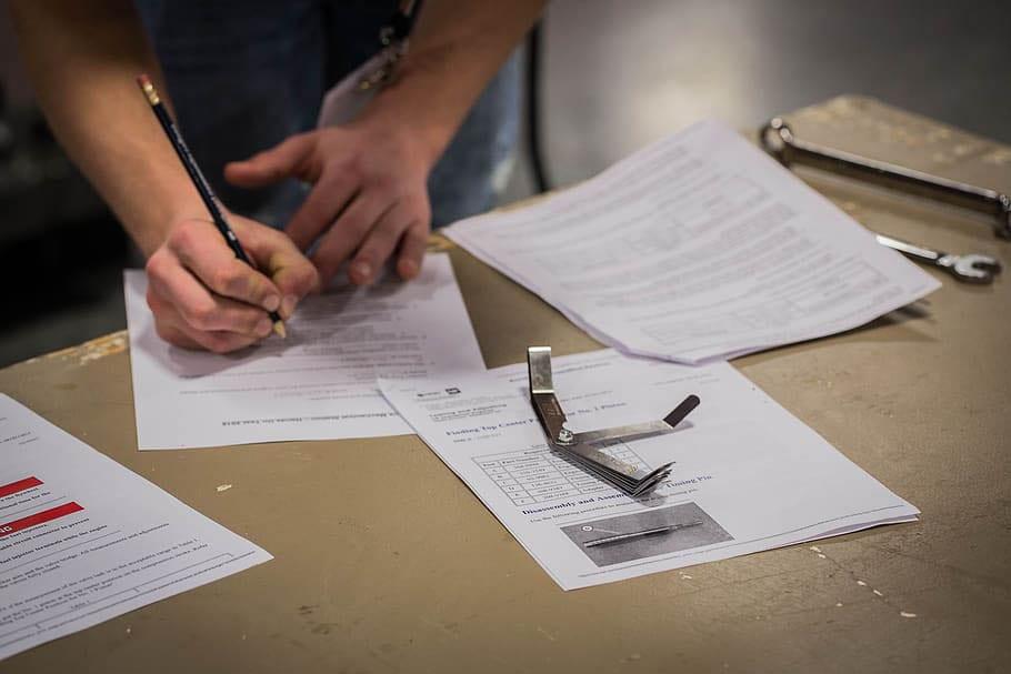 Proceso de elaboración de un examen APTIS en Madrid